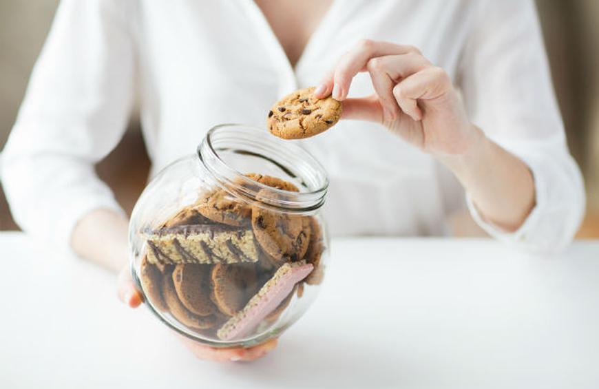 Avoid Stress Eating When Sheltering With These 10 Tips