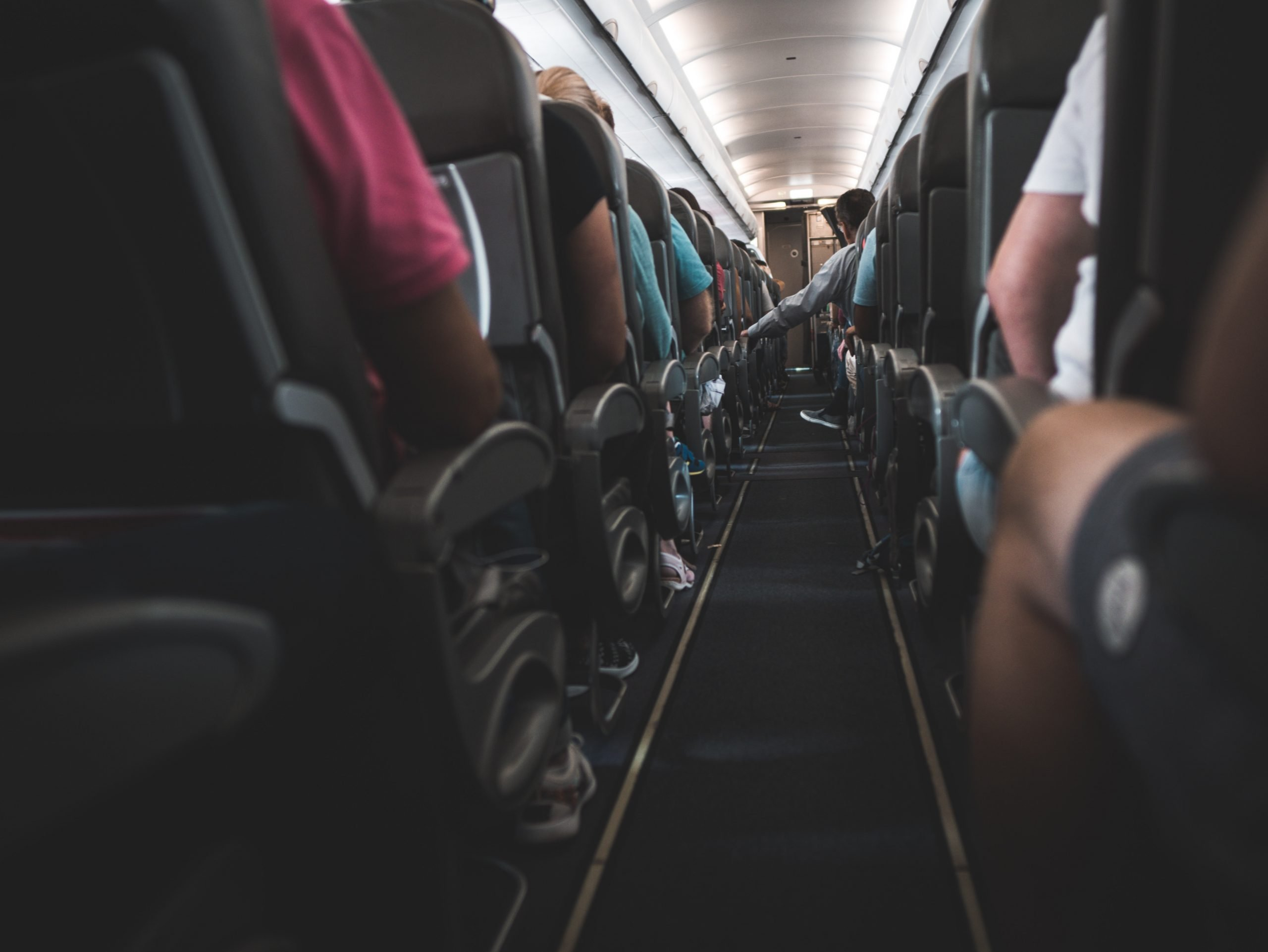 7 Tips for Staying Healthy on Long Flights